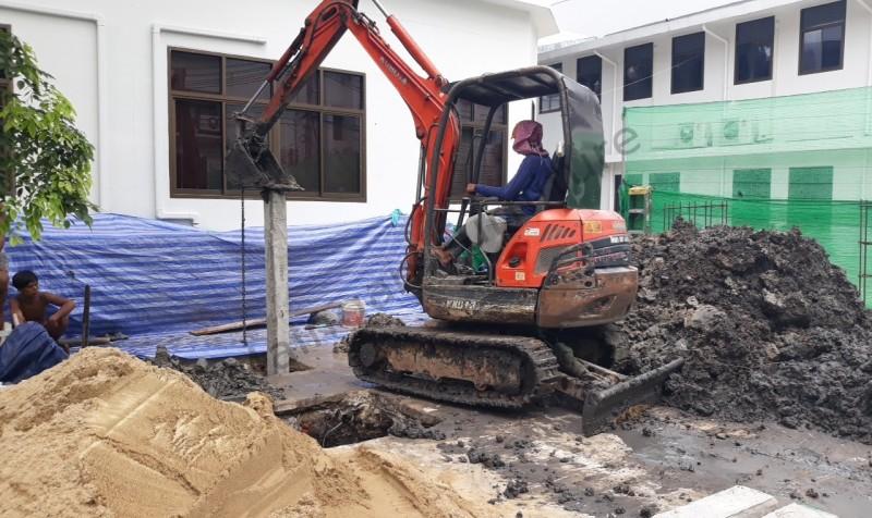 งานก่อสร้างโรงจอดรถยนต์ จำนวน 9 คัน